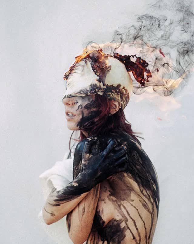 Девушка дым