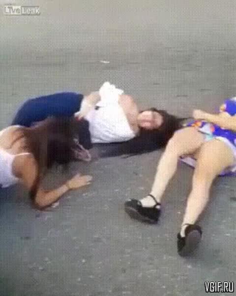 женские постельные разборки драки